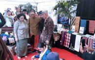 Dihadiri Menkop dan UKM Puspayoga, Festival Sarung 2019 Berlangsung Meriah