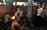 Perajin Cangkul Klaten Harap Bahan Baku dari Krakatau Steel Segera Tiba