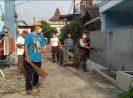 Warga Pondok Ungu Permai Bekasi Lakukan Penyemprotan Disinfektan