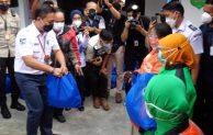 ASDP Salurkan Bantuan 2000 Paket Sembako untuk Pengemudi Ojol di 4 Kota